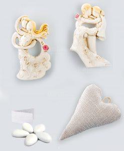 sacchetto cuore confezionato con magnete sposini tortora