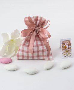 sacchetto portaconfetti confezionato con nastro rosa