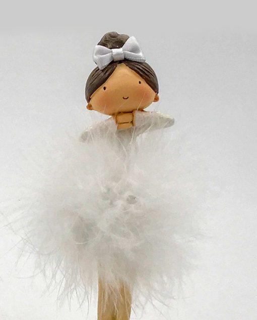 scultura ballerina con capelli raccolti e fiocco bianco