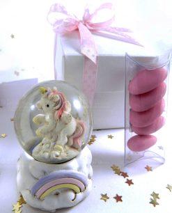 unicorno rosa dentro palla di neve