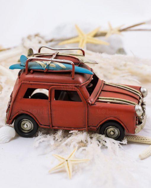 Modellino macchina depoca vintage con tavole da surf