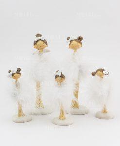 bambolina in piadi con tutù bianco grandi e piccola