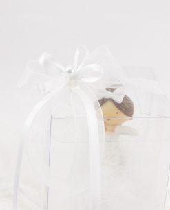 bomboniera bambolina con scatola trasparente dettaglio fiocco con perlina