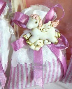 bomboniera calamita unicorno rosa su sacchetto a righe bianco e rosa