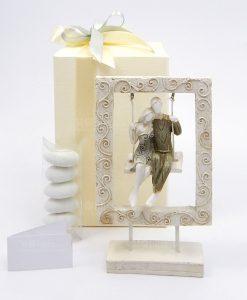 bomboniera coppia innamorati su altalena con cornice decorata h18