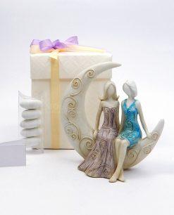 bomboniera scultura coppia spose su luna con scatola e confetti