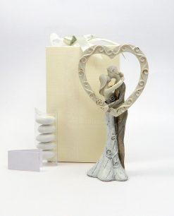 bomboniera scultura coppia sposi con cuore decorato