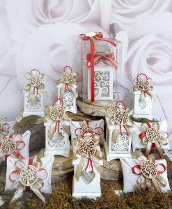 bomboniere lanterne metallo bianco e bustina portaconfetti con ciondolo albero della vita e fiocchi tortora e rossi