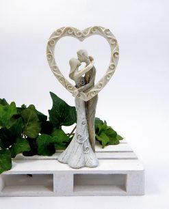 coppia sposini resina colorata con cuore decorato a rilievo