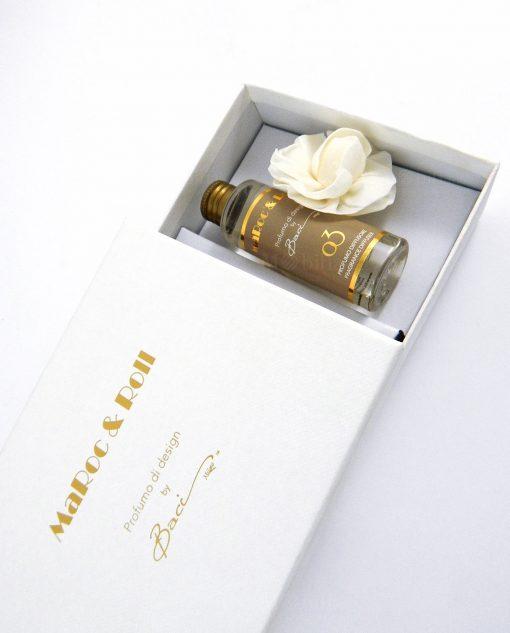 fragranza con fiore in carta di gelso e scatola baci milano bianca