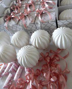 lavorazione bomboniera mongolfiera lampada porcellana bianca