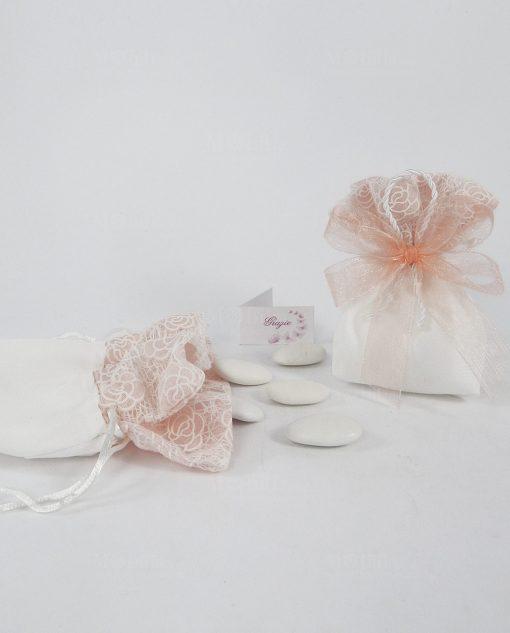 sacchetto cortone e tulle bianco con fiori pesca