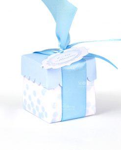 scatola bianca con pois e coperchio celeste