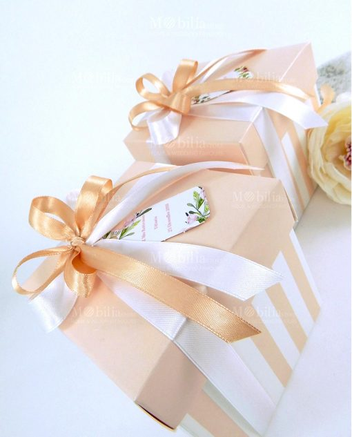 scatola con coperchio cartoncino a righe rosa