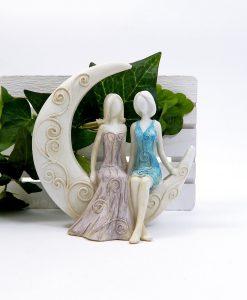 scultura coppia lei e lei su luna decorata