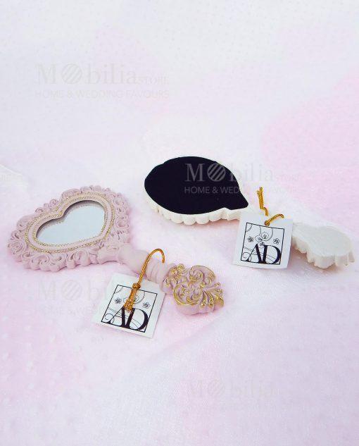specchietto bianco e specchietto rosa con particolare del retro con etichetta ad emozioni linea princess ad emozioni