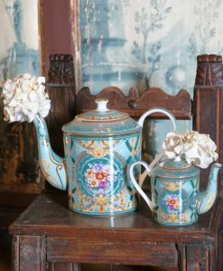 teiera porcellana azzurra decoro giardino segreto blu grande e piccola collezione tea time baci milano