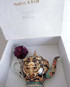 teiera porcellana decorata con fiore viola e scatola baci milano collezione tea time
