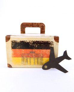 valigia cartoncino con bandiera della germania e aereo