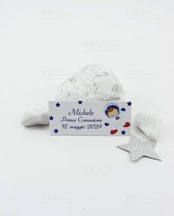 bigliettino bianco con stelle blu e astronauta