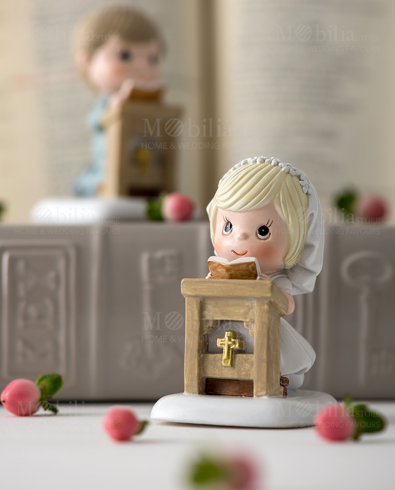 bimba con coroncina di fiori bianca su altare ad emozioni