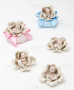 bimbi che dormono tre modelli assortiti con sacchetto puff rosa e sacchetto puff azzurro linea baby flower ad emozioni