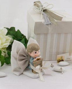 bimbo su altare con libro con scatola a righe con nappina e coroncina argento ad emozioni