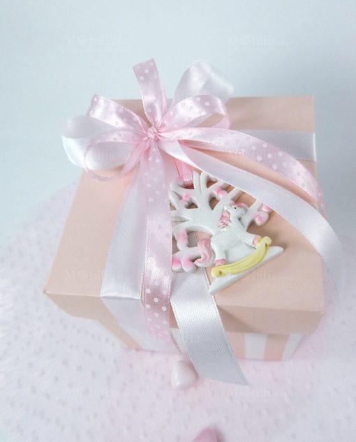 bomboniera appendino albero della vita con cavallo a dondola rosa con scatola a righe