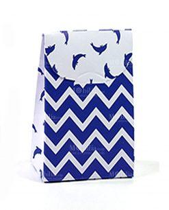 bustina cartoncino a righe blu orizzontali e delfino