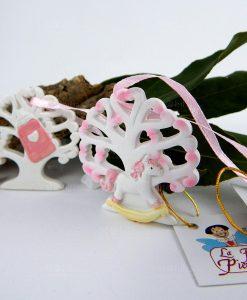 dettaglio appendino albero della vita rosa con cavvalluccio a dondolo