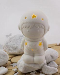 lampada led astronauta porcellana bianca con luci linea space ad emozioni