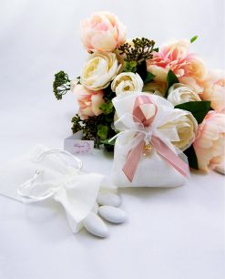 sacchetto portaconfetti con nastro rosa e ciondolo cristallo sfaccettato