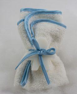 saponetta bimbo con tovaglietta con bordino azzurro ad emozioni linea soap