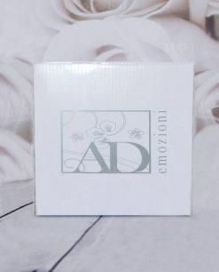 scatola cartone bianco con logo ad emozioni