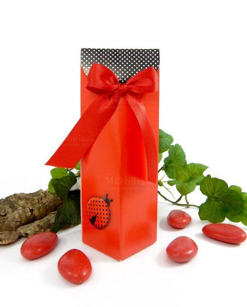 scatola rossa alta con coccinella cartoncino