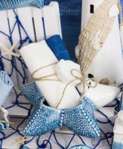 stella marina porcellana bicolore con due salviette e saponetta pesciolino con spago linea oceano ad emozioni