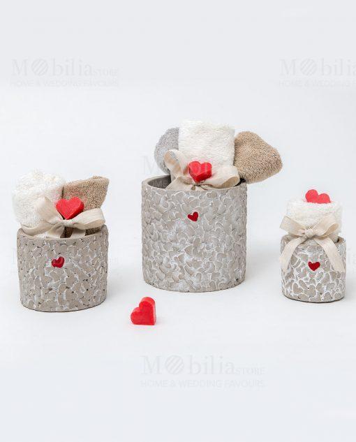 vasi con cuore rosso linea cuoricini tre modelli con salvietta con cuore sapone linea cuoricini ad emozioni