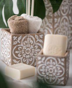 vaso cemento con salviette foto ambientata linea casablanca ad emozioni
