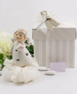 angioletto porcellana con cuoricini con led con sacchetto organza con scatola bicolore beige e bianca spacco linea happiness ad emozioni