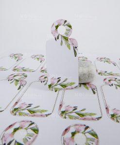 bigliettino tag con fiori rosa e foglie verdi