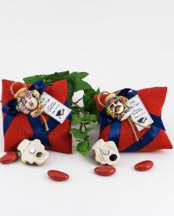 bomboniera magnete testa di moro uomo e donna ceramica su cuscino portaconfetti rosso con nastro blu