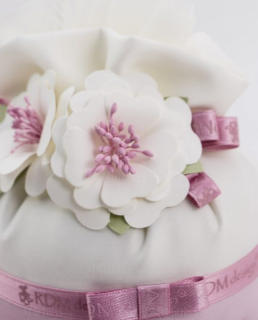 fiore bianco e rosa su pochette linea blush rdm design