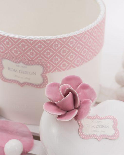 fiore rosa porcellana capodimonte su profumatore linea blush rdm design