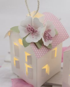 lanterna led cartoncino con fiore bianco linea blush rdm design