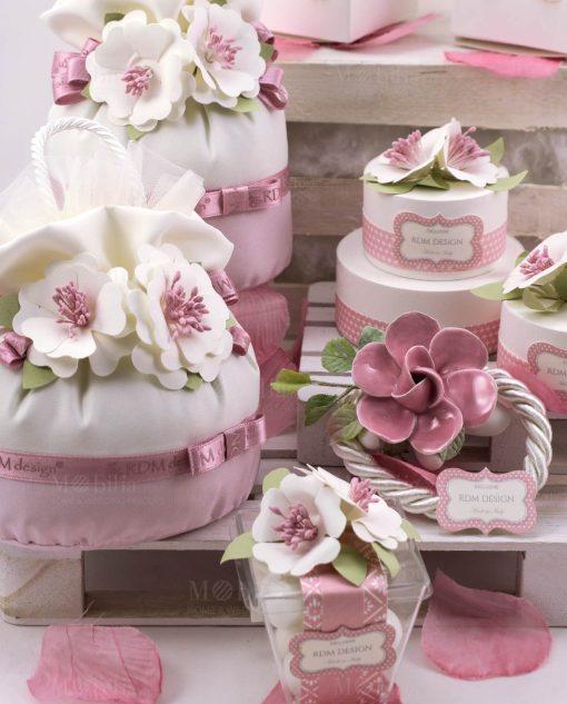 pochette segnaposto con fiore e scatole cartoncino portaconfetti linea blush rdm design