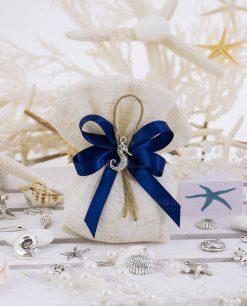 sacchetto portaconfetti juta con ciondolo cavalluccio marino e nastro blu