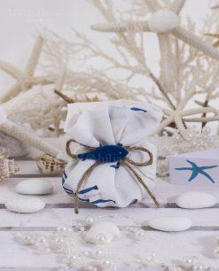 sacchetto puff cotone con pesciolini confezionato con bigliettino e confetti e cordoncino spago linea alice ad emozioni