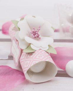 segnaposto cartoncino con confetti blisterati particolare fiore linea blush rdm design