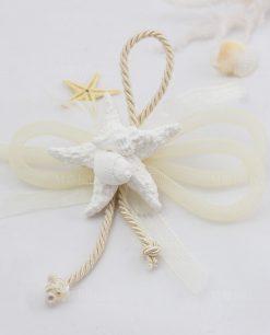 segnaposto stella marina con conchiglie gesso cordoncino e nastro rete panna