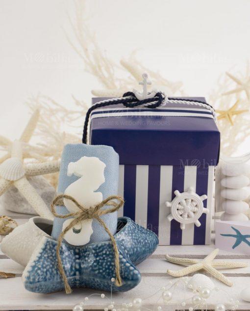 stella marina piccola con salvietta con saponetta cavlluccio con scatola spacco a righe blu e bianca con nastrino linea nautico ad emozioni